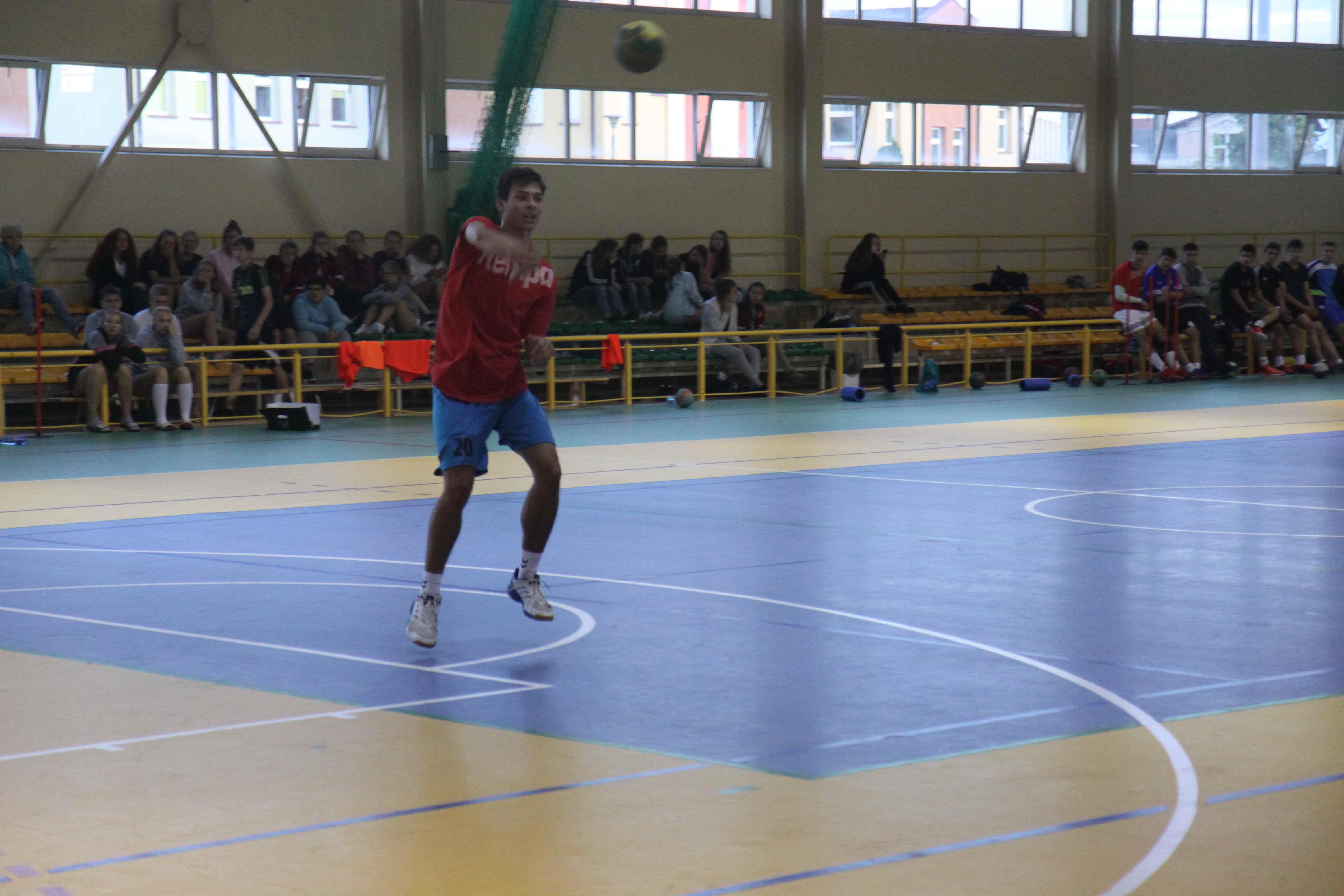 piłka ręczna na obozie sportowym
