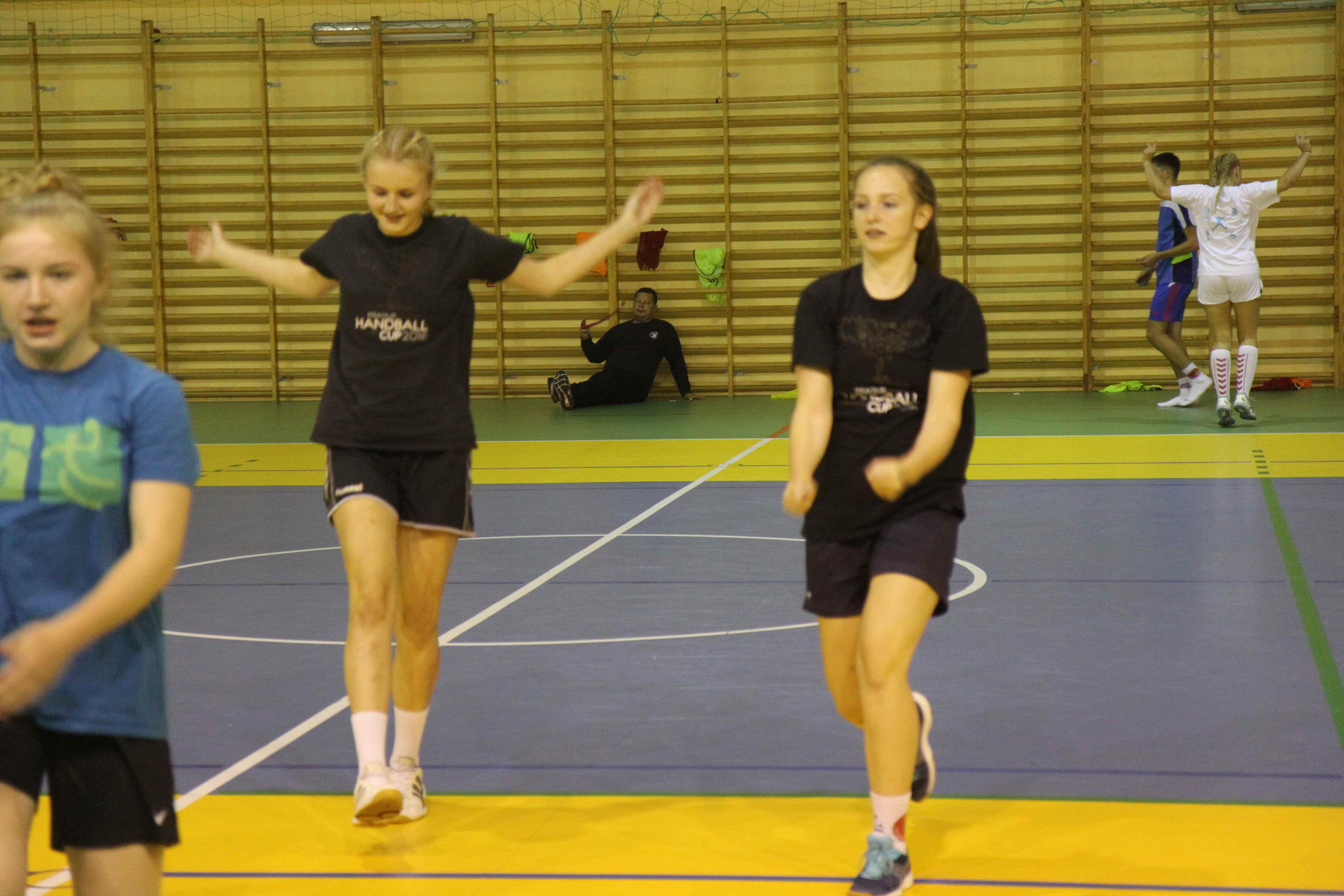 trening piłki ręcznej dla dziewcząt