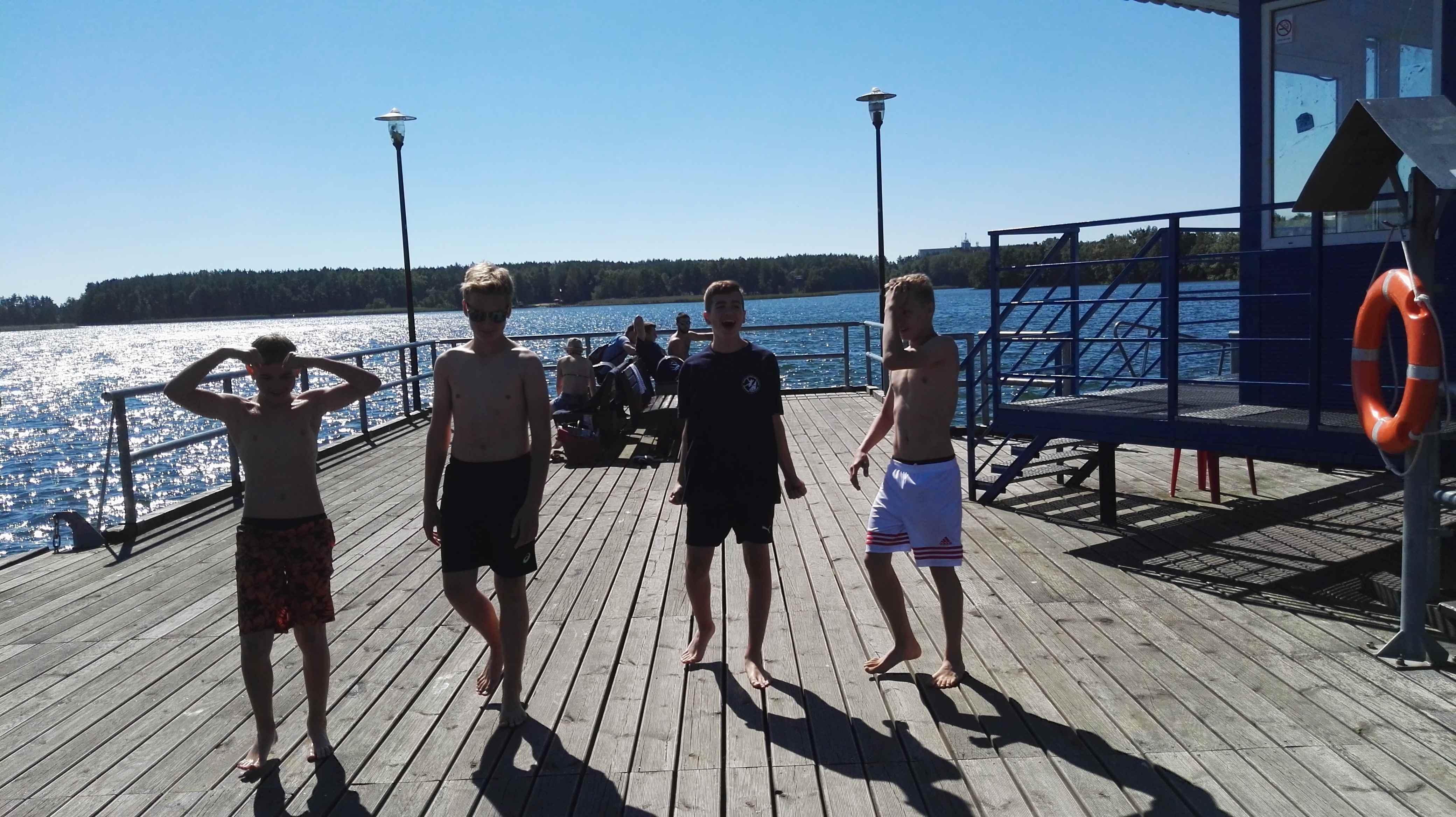 uczestnicy obozu piłki ręcznej na molo
